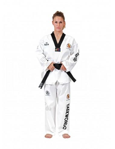 Imagén: Dobok Federación Española de Taekwondo